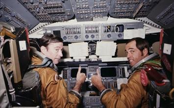 COLUMBIA (STS-1), Commandant et pilote