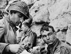 Soldats américains sur une plage de Normandie le 6 juin 1944