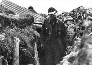 Artilleur allemand et policier militaire américain (juin 1944)