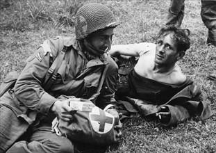 Un soldat américain et un soldat allemand (juin 1944)