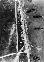 Vue aérienne d'une plage du débarquement, juin 1944