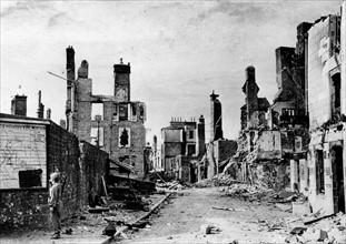 Mortain en Normandie, dévastée par les bombardements (août 1944)