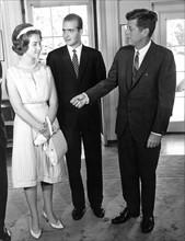 Le prince Juan Carlos d'Espagne, la princesse Sofia et John F. Kennedy