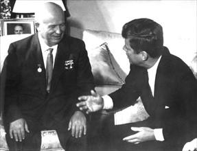 Nikita Khrouchtchev et John F. Kennedy
