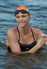 Charlene Wittstock schwimmt für guten Zweck