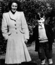 John Lennon et sa tante Mimi Smith