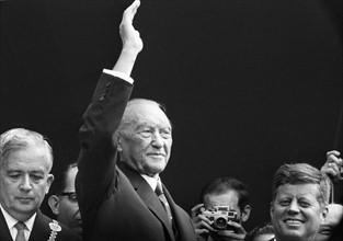 Le chancellier allemand Konrad Adenauer et le Président John F. Kennedy lors d'un voyage à Bonn