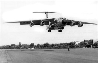 C-141 Starlifter of the US Air Force landing in Berlin
