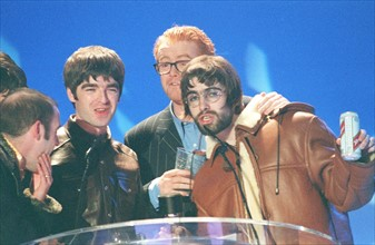 Le groupe Oasis, 1996