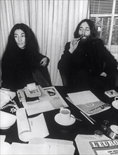 JOHN LENNON (Geboren am 9. Oktober 1940 in Liverpool, England; Starb am 8...