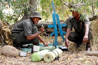 Apprentis rangers s'entraînant au Southern African Wildlife College à Hoedspruit (Afrique du Sud)