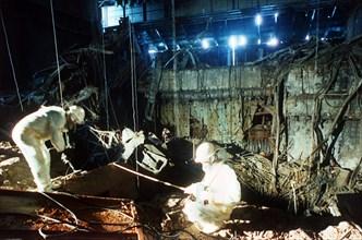 Tchernobyl : équipe de nuit débarrassant des débris, 1986