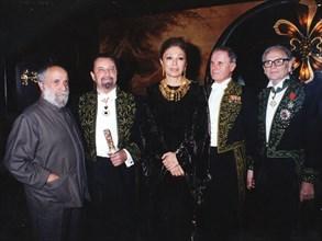 Farah Pahlavi à l'Institut (Académie des Beaux-Arts) ; juin 1974.