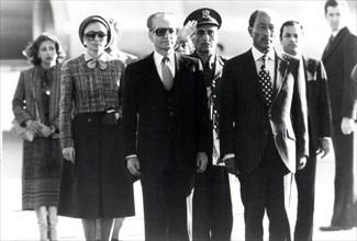 Anouar el Sadate accueille le Shah d'Iran en exil (1979)