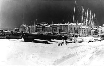 Le port de Saint Tropez sous la neige