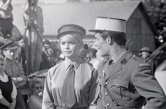 """Brigitte Bardot et Jacques Charrier sur le tournage de """"Babette s'en va en guerre"""""""