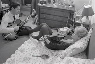 Brigitte Bardot et Sacha Distel (1958)