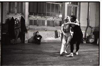 Brigitte Bardot en cours de danse classique