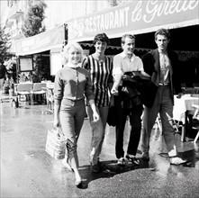 Bernard et Annabel Buffet sur le port de Saint-Tropez, 1958
