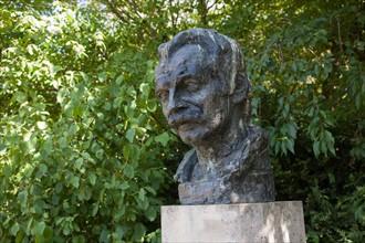 Parc Georges Brassens, Buste De Georges Brassens par Le Sculpteur Andre Greck