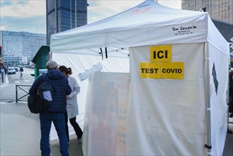 Paris, tent set up to carry out Covid-19 tests