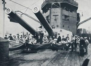 The big guns of HMS New Zealand, c1914. Artist: Unknown