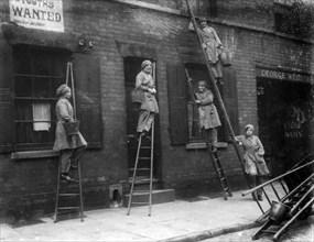 Women window cleaners, Nottingham, Nottinghamshire, 1917. Artist: Unknown