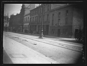 Castle Street, Cardiff, The Old Globe Inn. c1902 Creator: William Booth.