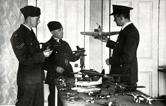 RAF personnel learning to identify aircraft during the Second World War,1941