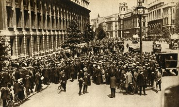 Crowds waiting outside Downing Street in London for news about...war, July 1914, (1933).  Creator: Unknown.