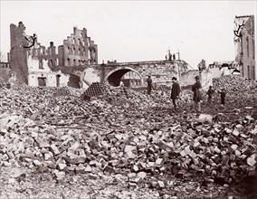 Ruins at end of Richmond and Petersburg Railroad Bridge, Richmond, 1861-65. Formerly attributed to Mathew B. Brady.