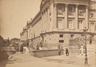 [Barricades pres de Ministere de la Marine et l'Hötel Crillon], 1871.