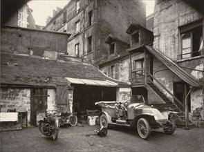 Cour, rue de Valence, 1922, printed 1956.