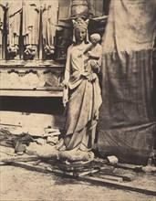 Vierge à l'enfant sculptée par Geoffroy-Dechaume, chantier de la cathédrale Notre-Dame, Paris (Madonna and Child, sculpted by Geoffroy-Dechaume, Notre-Dame Cathedral, Paris), c. 1854.