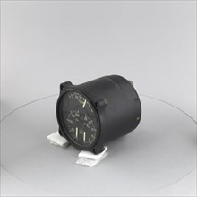 Indicator, Combined, Oil Temperature / Oil Pressure / Fuel Pressure, Navy. Creator: Thomas A. Edison, Incorporated.