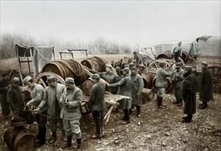 Distribution de vin aux soldats
