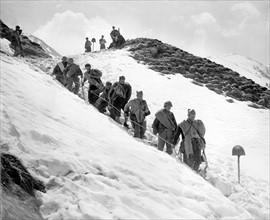Troupes républicaines espagnoles en route pour la France, 1938