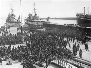 Légionnaires italiens de retour de la guerre en Espagne