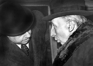 Léon Bérard s'entretenant avec Quinonès de Leon, 1939
