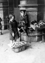Vente de muguet le 1er mai 1934