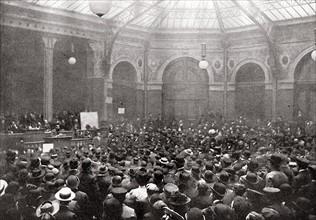 Bourse du Travail la veille du 1er mai 1906