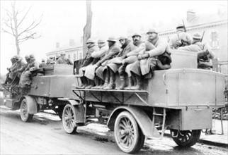 Camion se dirigeant vers le front pendant la Bataille de Verdun, 1916