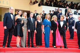 """Pierre Lescure et Fleur Pellerin avec l'équipe du film """"La Tête haute"""", Festival de Cannes 2015"""