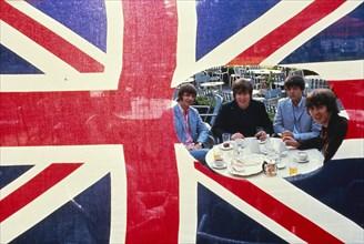 Les Beatles à la cascade du Bois de Boulogne
