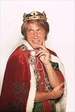 Jacques Dutronc déguisé en roi