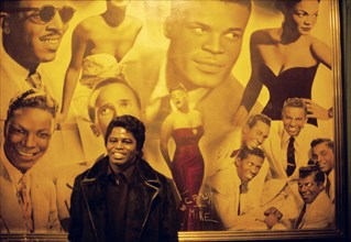 James Brown dans les couloirs de l'Apollo d'Harlem à New York