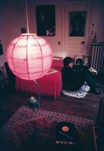 Julien Clerc chez lui à Paris, janvier 1969 par Jean-Marie Périer