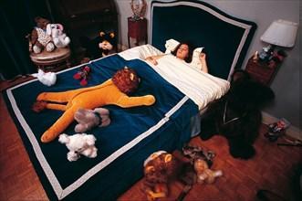 Sheila dans sa chambre de jeune fille