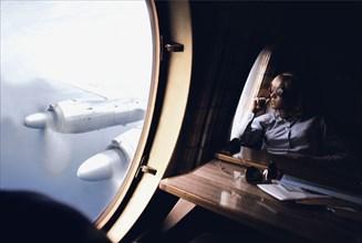 Sylvie Vartan dans l'avion pour Nashville