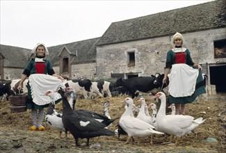 "Sylvie Vartan et Sheila en ""Bécassines"""